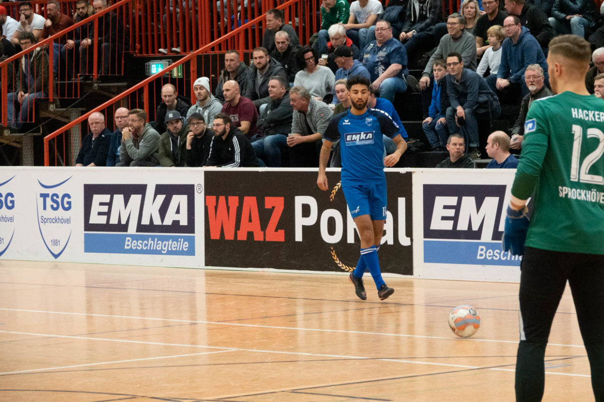 Spielszene beim WAZ-Pokal 2019, am Ball der beste Torschütze des Turniers, Kaan Cosgun